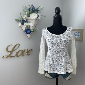 ✨White peplum lace blouse. NWT. Size M. ✨